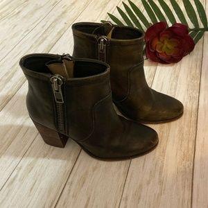 Hinge Distressed Brown Leather Round Toe Zip Up